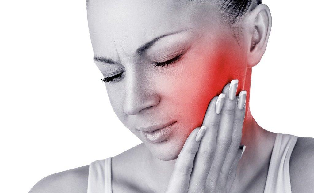 Conosci le caratteristiche e i sintomi di un ascesso dentale?